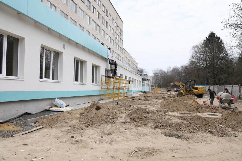 У Луцькій міській клінічній лікарні триває реконструкція приймального відділення