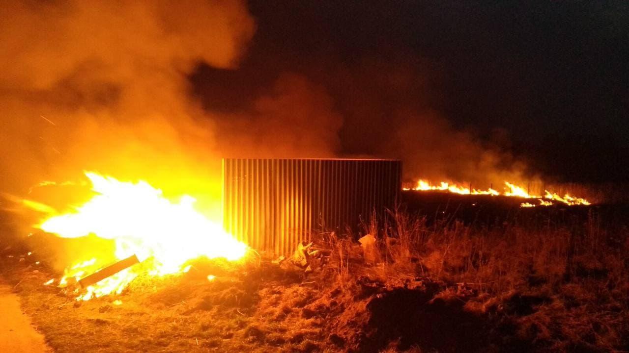 За добу на Волині ліквідували шість пожеж сухої трави та очерету та дві пожежі сміття