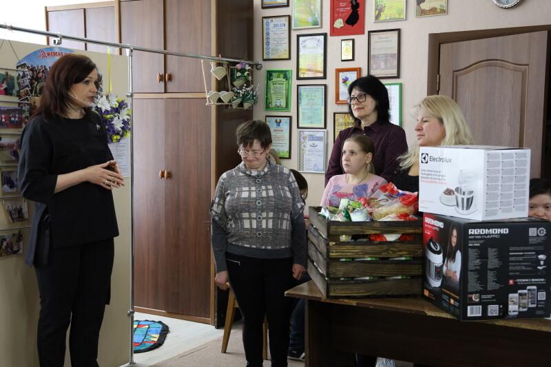 Вихованцям ГО «Джерело життя» у Луцьку вручили кухонну побутову техніку