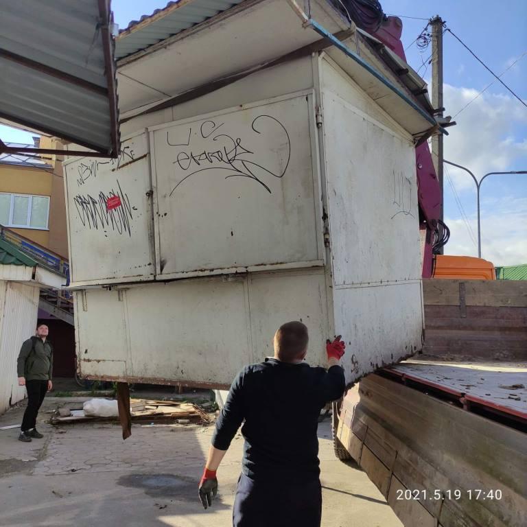У Ківерцях демонтують тимчасові споруди на території автостанції