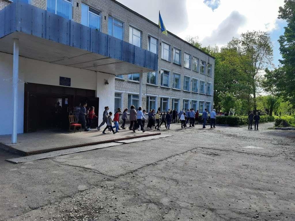 У місті на Волині рятувальники провели навчання на території школи