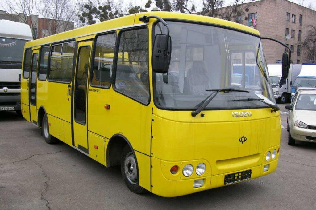 Як у Луцьку у Провідну неділю курсуватимуть автобуси до кладовища