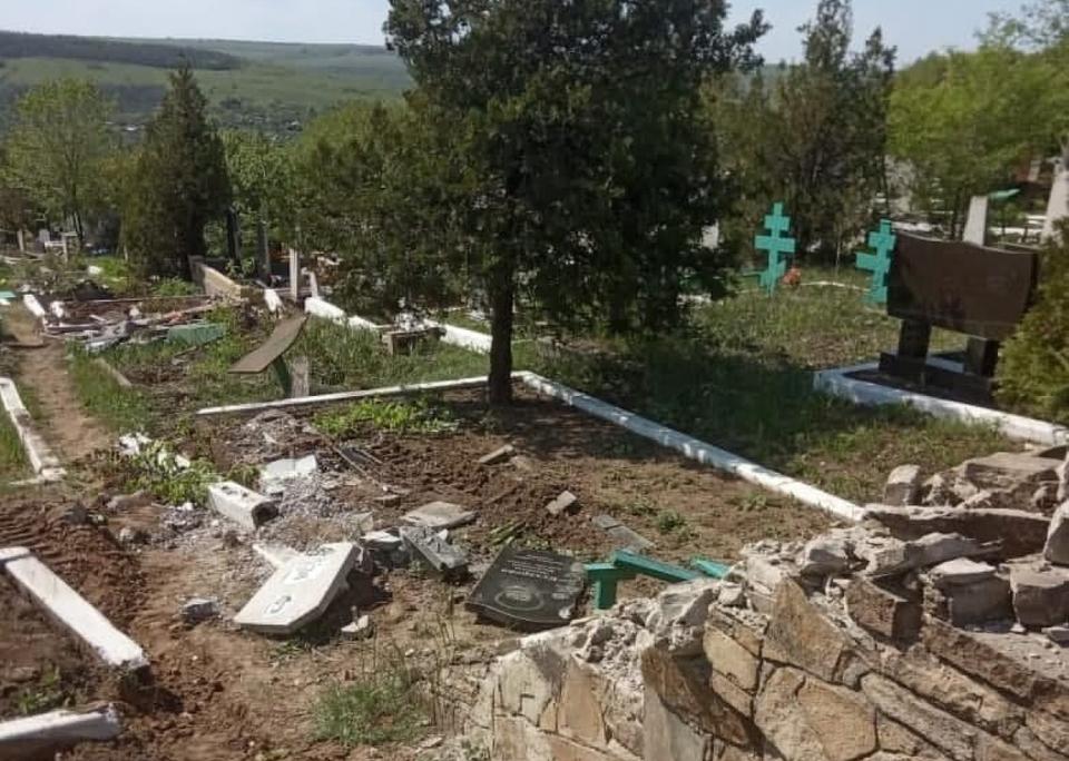 Бойовики зруйнували кладовище на Луганщині
