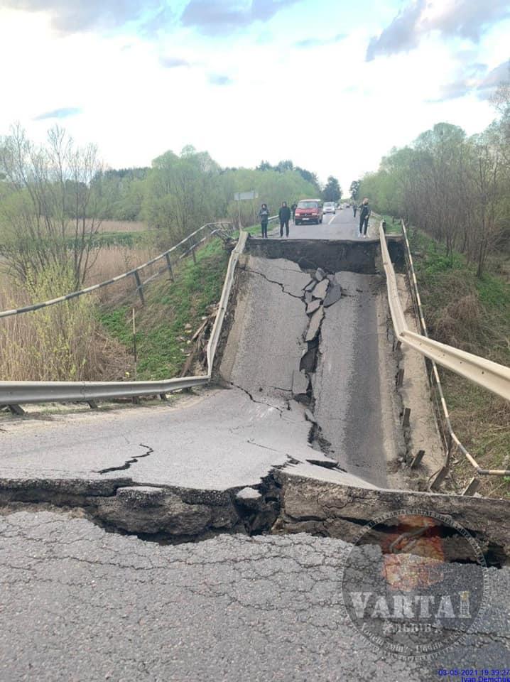 На автошляху від Луцька до Львова обвалився міст
