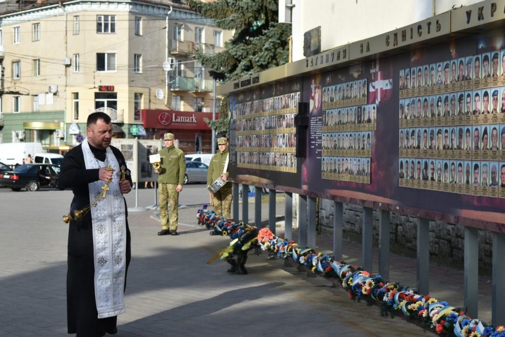 У центрі Луцька вшанували пам'ять загиблих у квітні в російсько-українській війні