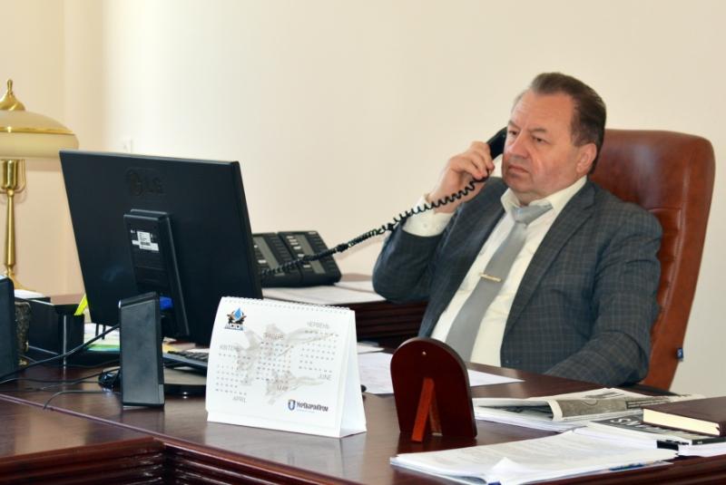 Ремонт доріг та ділянки для бійців АТО: Григорій Пустовіт провів телефонний прийом громадян