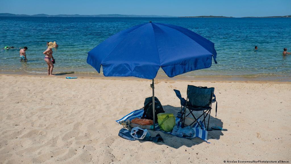 Греція відкрила пляжі за тиждень до початку туристичного сезону