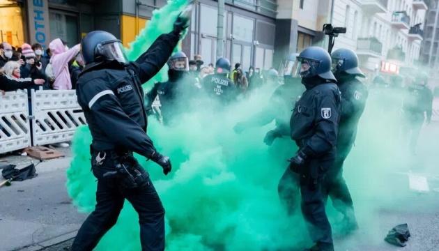 У Берліні арештували 350 учасників першотравневих сутичок з поліцією