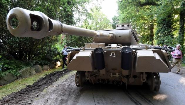У Німеччині розпочався суд над чоловіком, який ховав вдома танк