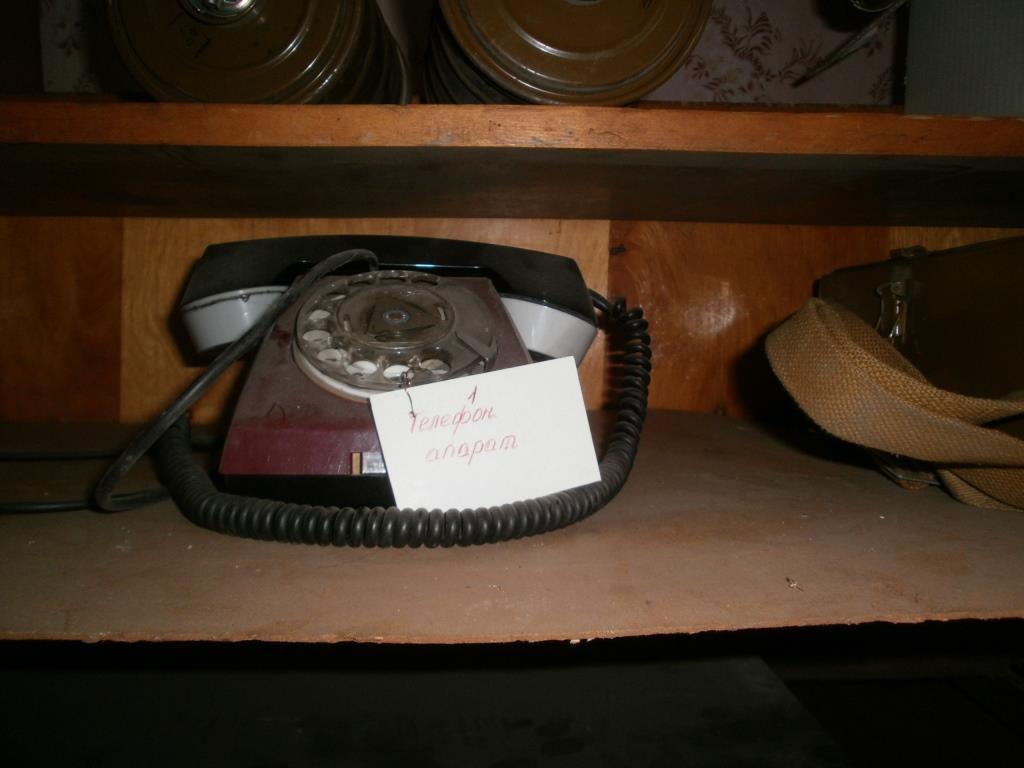 Протигази, захисні костюми та дисковий телефон: у Нововолинську з аукціону продають держмайно