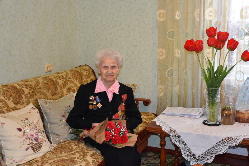 У Луцьку представники міської влади продовжують вітати ветеранів