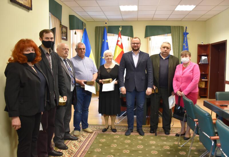 У Луцькраді вручили ключі від квартири чотирьом мешканцям громади