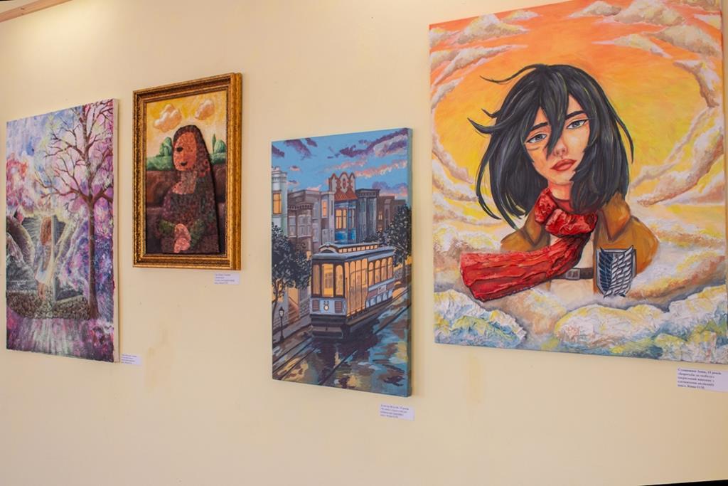 У Нововолинську відкрили виставку робіт випускників дитячої школи мистецтв