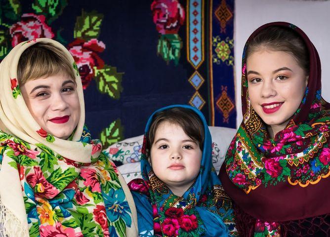 Жителі Боратинської громади у рамках фотофлешмобу поділилися світлинами зі своїми мамами