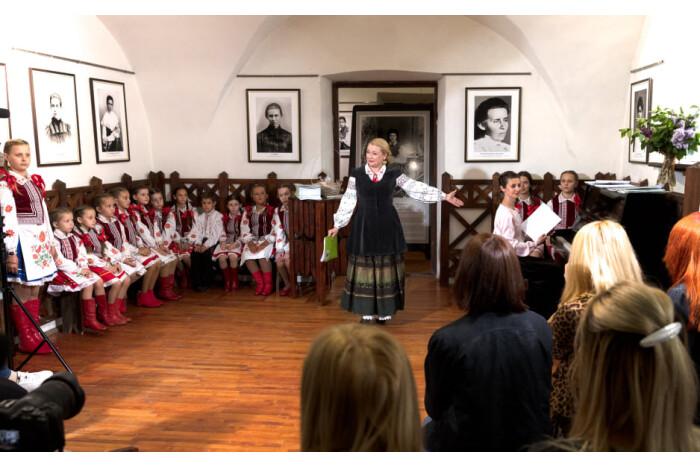 У Луцьку презентували пісенну збірку Тетяни Ціхоцької