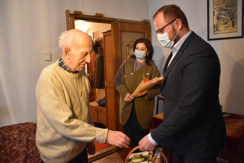 У Луцьку представники міської влади вітали ветеранів Другої світової війни