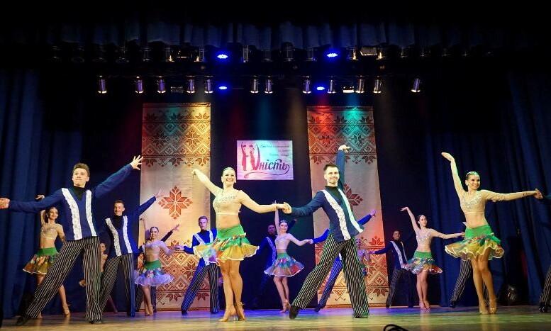 У Луцьку звітували учасники ансамблю бального танцю «Юність»