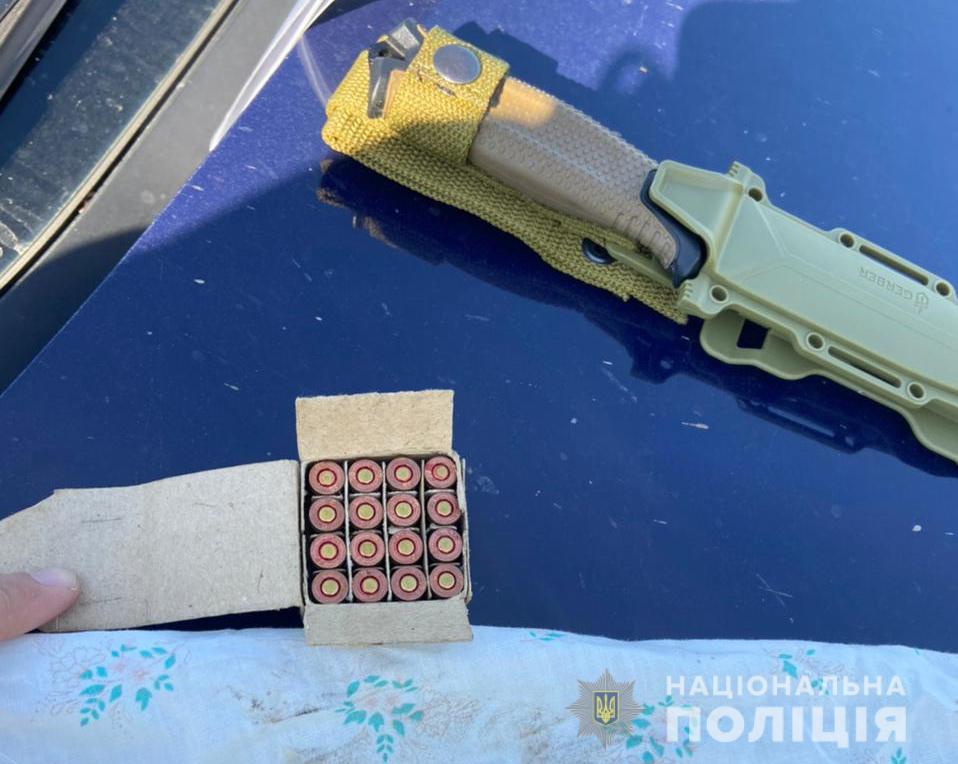 Набої, ножі та гвинтівка: поліція вилучила у 43-річного волинянина зброю та боєприпаси