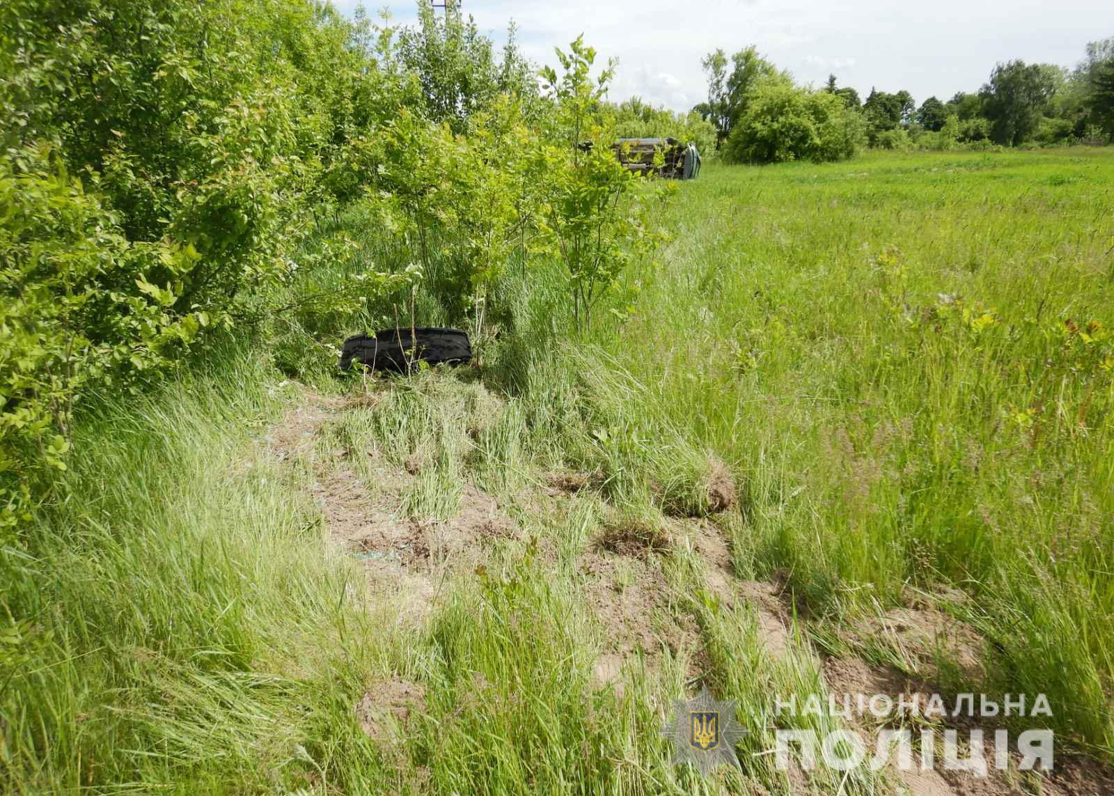 У Володимир-Волинському районі поліцейські з'ясовують обставини автопригоди, в якій постраждало двоє людей