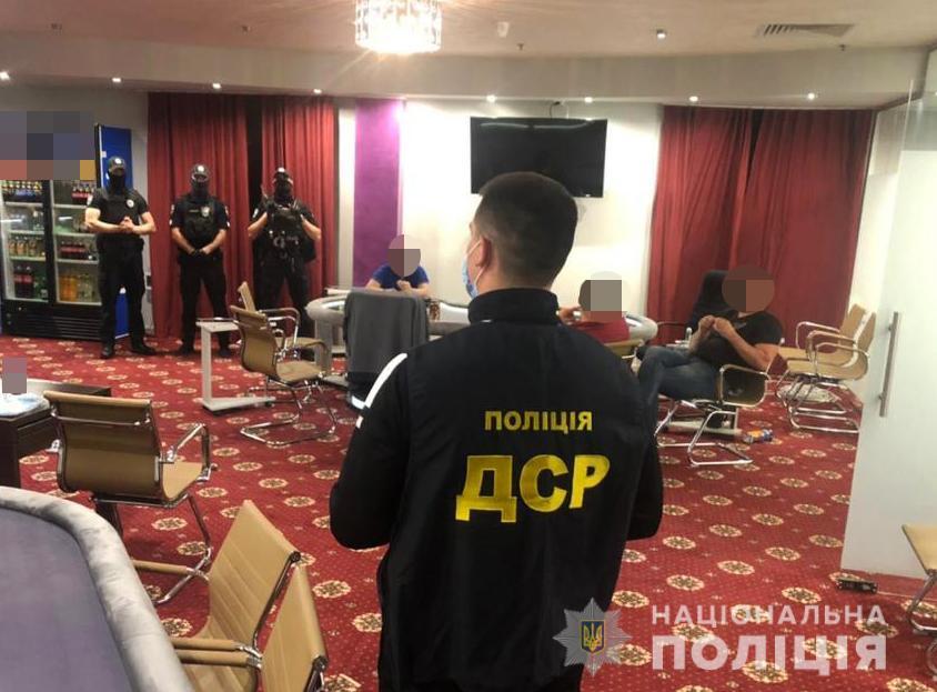 У Луцьку поліцейські припинили незаконну діяльність підпільного грального закладу