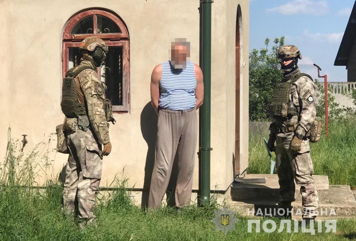 Переробляв та збував: волинські поліцейські затримали на Львівщині священнослужителя. ВІДЕО