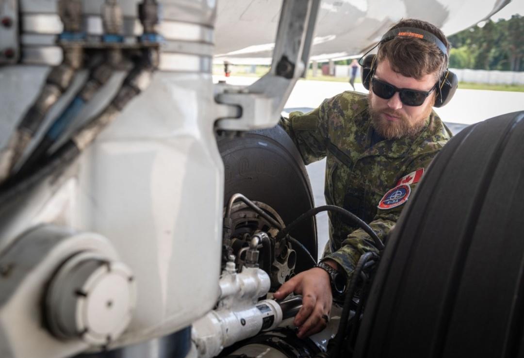 Авіапатруль НАТО проводить навчання у Балтії