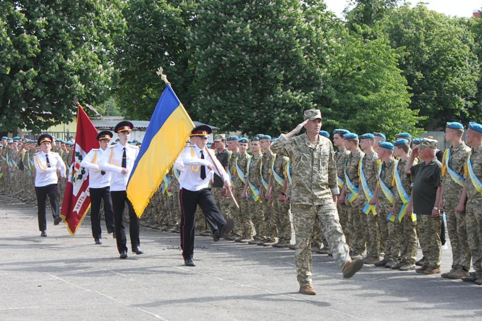 У Волинському ліцеї з посиленою військово-фізичною підготовкою відзначили випускний