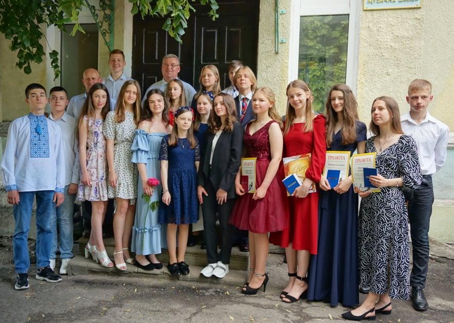 Випускникам Володимир-Волинської дитячої музичної школи вручили свідоцтва