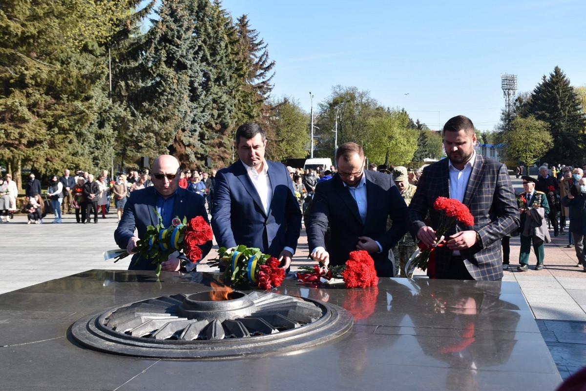 Виконком Луцькради витратить до 149 тисяч гривень на квіти