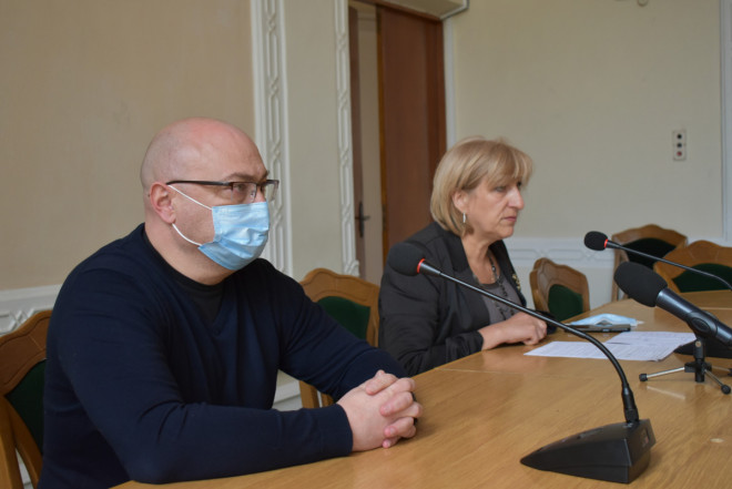 Заступники голови ОДА щепилися другою дозою вакцини AstraZeneca