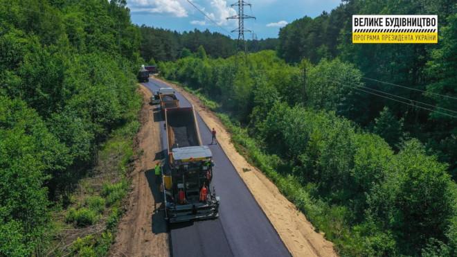 На Волині ремонтують автошлях від Шацька до Любохин
