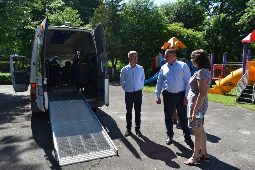 Центр реабілітації для дітей з інвалідністю «Пролісок» у Луцьку отримав спеціальний автомобіль