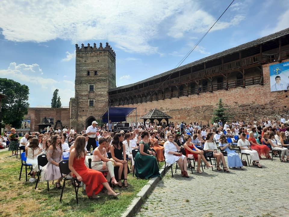 У Луцькому замку вітали випускників медичного інституту