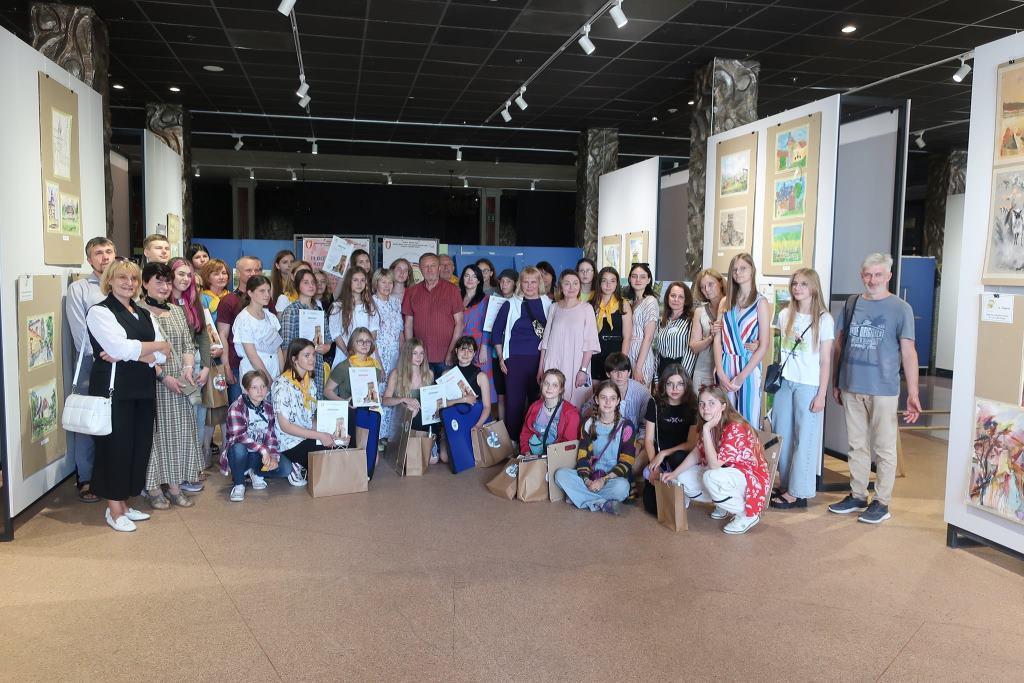 У Луцьку нагородили юних учасників конкурсу-пленеру «Луцький замок»