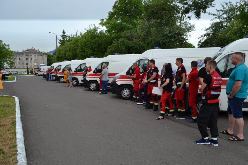 Вісім сучасних автомобілів «швидкої» передали для бригад екстреної медичної допомоги Волині