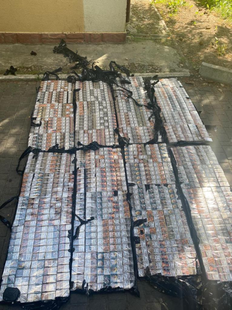Прикордонники Луцького загону виявили контрабандні цигарки у вантажному потязі