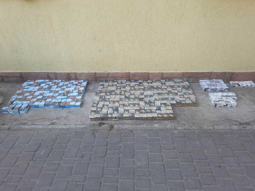 У потягу прикордонники Луцького загону виявили сховки з контрабандними цигарками