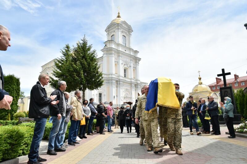 У Луцьку провели в останню путь ветерана АТО Андрія Омельчука