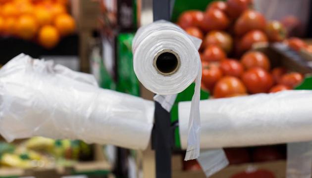 Заборона пластикових пакетів в Україні: коли їх приберуть з магазинів