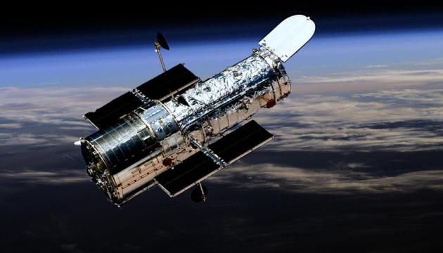Hubble показав радіоактивну галактику із потужним випромінюванням