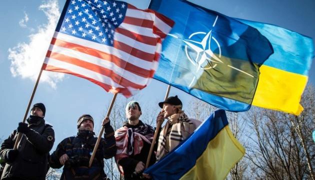 Євроінтеграцію підтримують 62 % українців, вступ до НАТО – 54 %