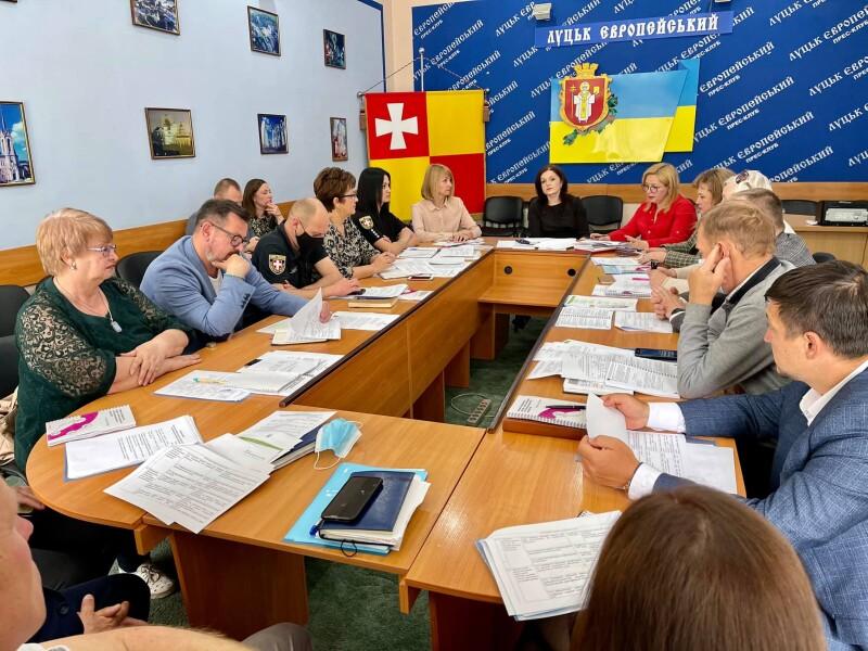 У Луцьку зібралася оновлена рада з питань запобігання та протидії домашньому насильству