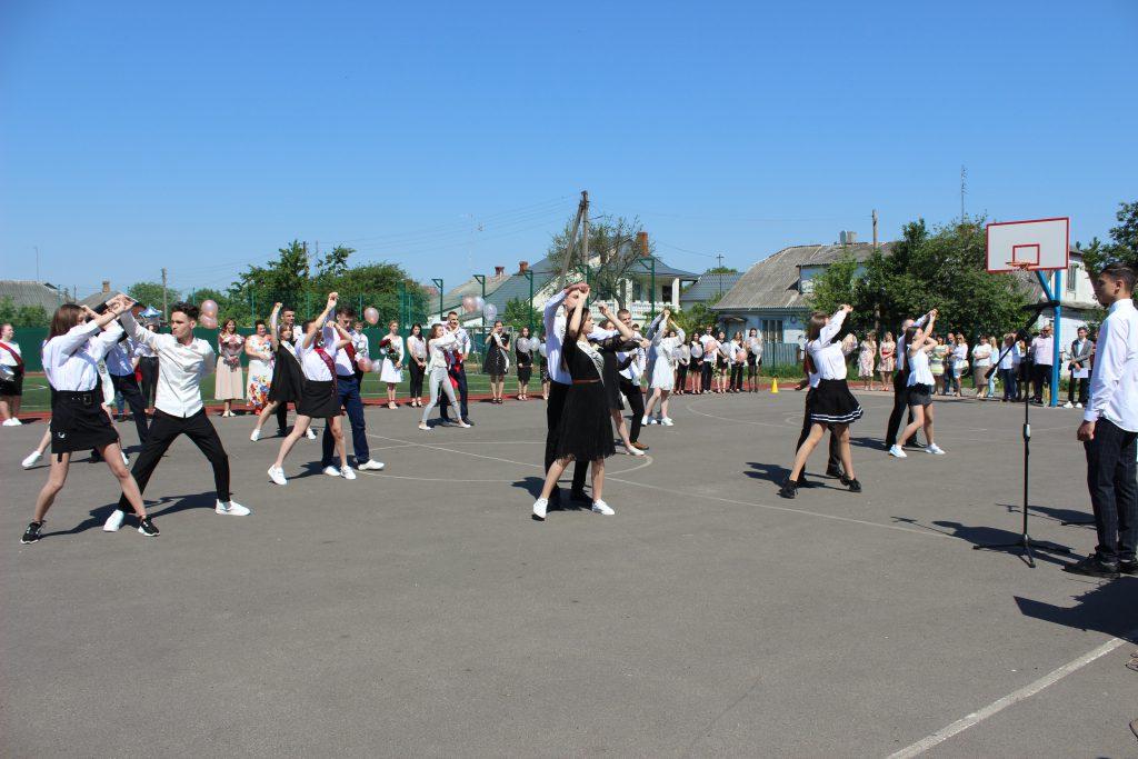 У школах Володимир-Волинської громади пролунав останній дзвоник