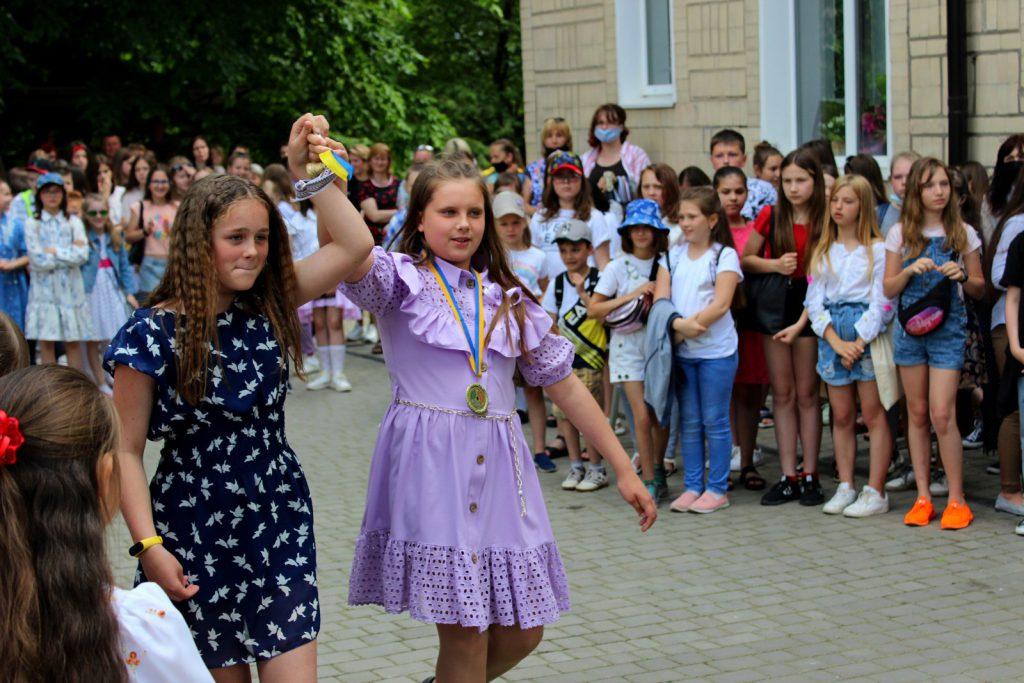 У Володимир-Волинській дитячій художній школі відбулося свято останнього дзвоника