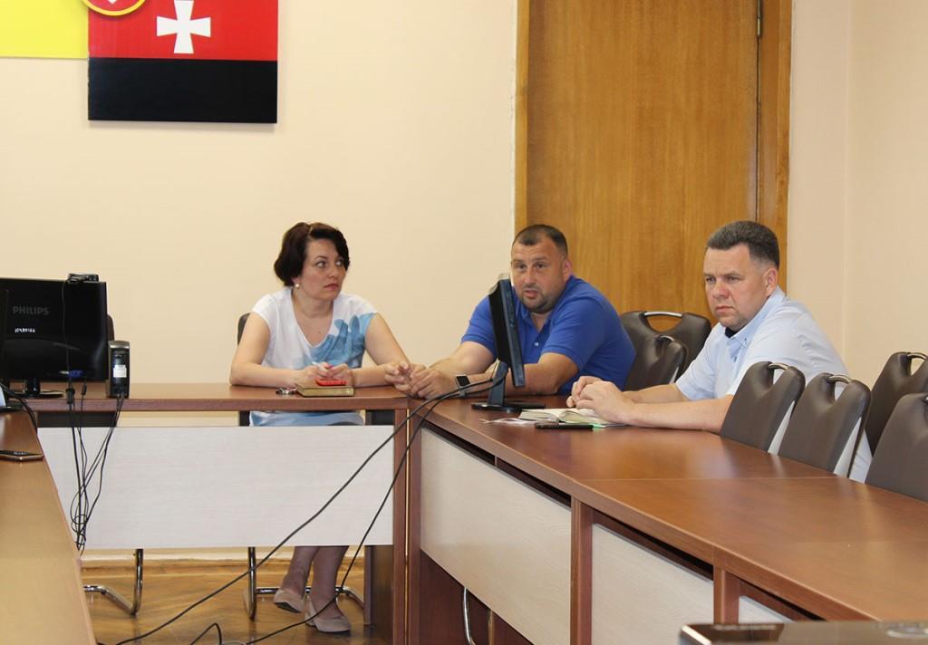 У Нововолинську радилися щодо ремонту спортивного майданчика ліцею