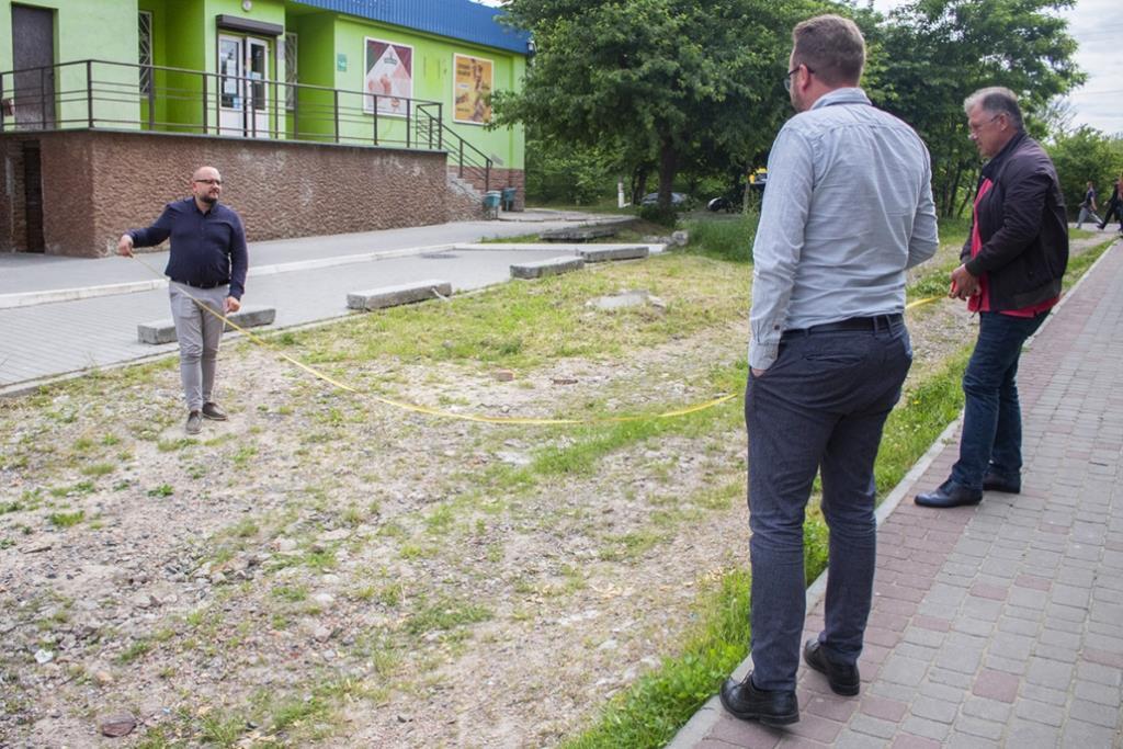У Нововолинську планують заасфальтувати проїзд між будинками у п'ятому мікрорайоні