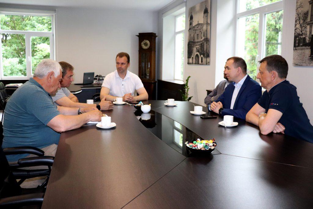 У Володимирі-Волинському радилися щодо ремонту доріг громади
