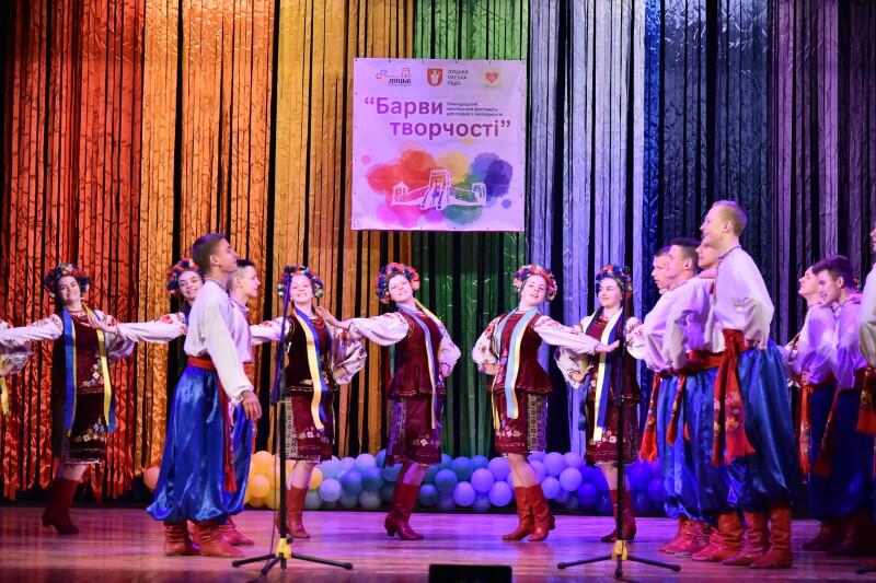 У Луцьку стартував міжнародний мистецький фестиваль для людей з інвалідністю «Барви творчості»