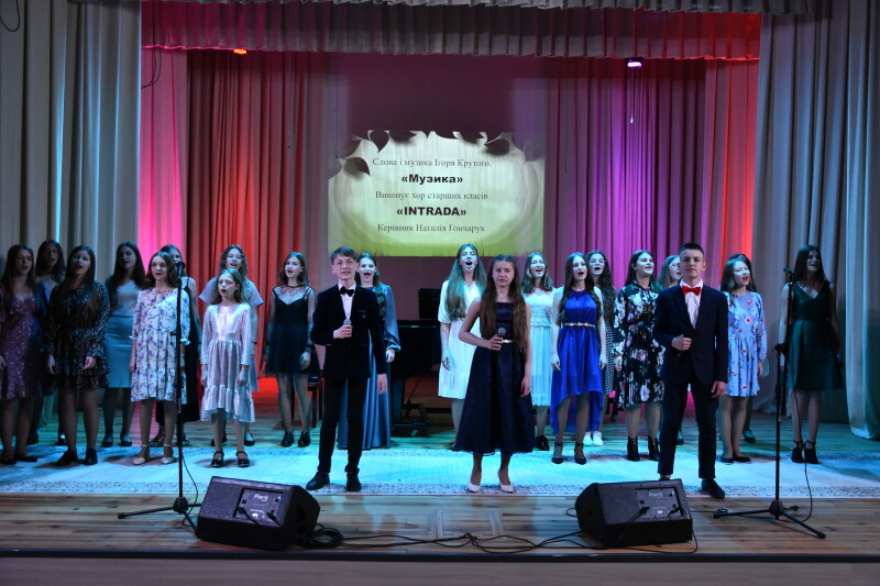 У Луцьку випускники музичної школи № 1 імені Фридерика Шопена дали святковий концерт