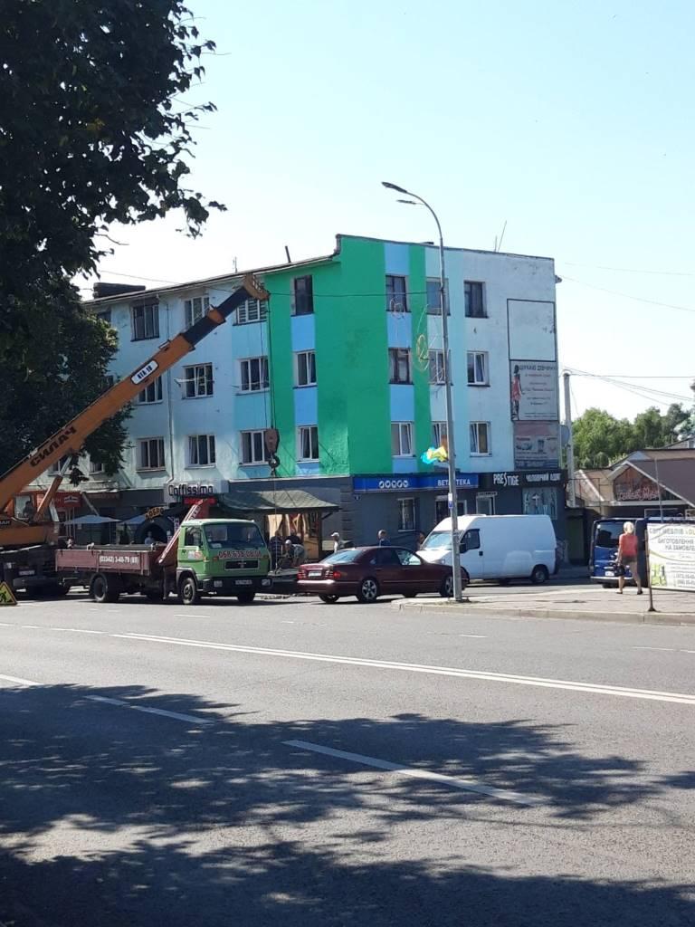У історичному центрі Володимира-Волинського розпочали демонтаж зовнішньої реклами